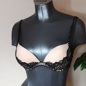 VS Lacey black nude push up bra size 32 D